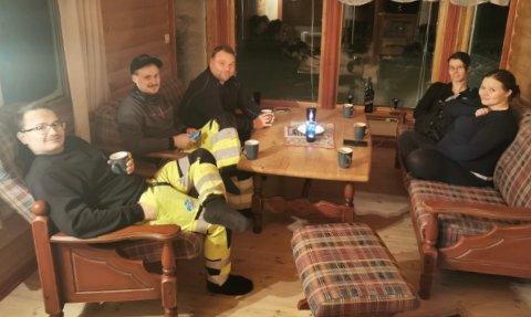 Gjengen fra Honningsvåg er rasfarefast i Reinelva. De har det både varmt og godt forteller de.