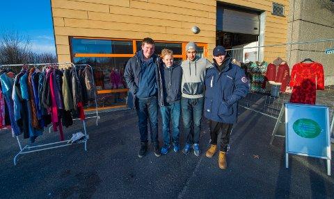 SERVICE: Gaute Riiser (f.v.), Jonas Trosten, Mohammed Alanzi og Jostein Johannesen er fire av de ti elevene ved service og samferdsel på Frederik II som har startet opp bruktbutikken «Again».