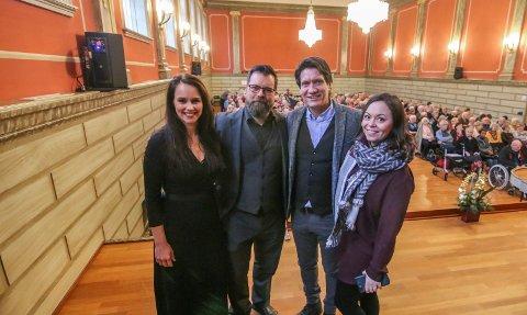 Julebrunsj: Det ble en spesiell musikalsk brunsj i aulaen. For med seg hadde Irene Østbø (til høyre) mer penger til 2019. Det betyr at du kanskje får treffe Cathrine Iversen, Trond Gudevold og Bjørn Halstensen litt oftere.