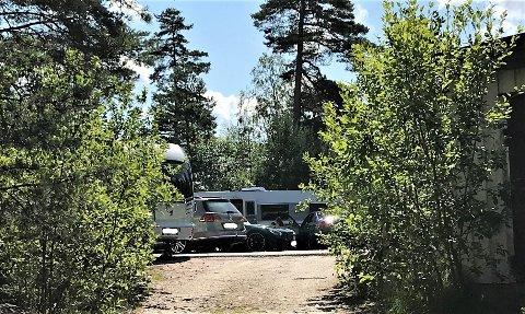 CAMPING: Ved flerbrukshallen på Kvernhuset er det gitt midlertidig tillatelse til camping.