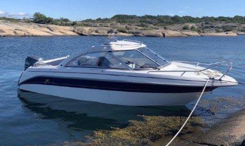 Politiet vil ha tips om du har sett denne båten, en Yanmarin 5930 HT.