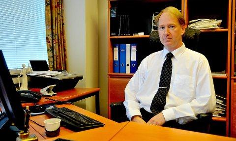 Advokat Svein B. J. Maude beskriver saksbehandlingen som «oppsiktsvekkende» når fire hyttetomter er blitt til tre. Ballangen kommune avviser klagen.