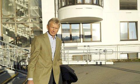 I FARTA: Odd Søreide, som leder arbeidet med framtidig akuttberedskap ved UNN Narvik, lover at Narvik skal få et sykehus med «meningsfullt innhold som tjener pasientene best mulig». Og han lar det ikke herske tvil om at Hålogalandsbrua og effektene den har for sykehusområdet, skal vurderes grundig. Foto: Fritz Hansen
