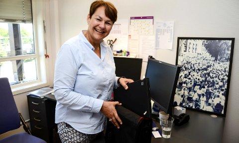 PAKKER: Ingrid «Ninni» Mjelde Gran har slått seg til ro med at hun stopper på 5.544 dager som senterleder på Sjøsiden og pakker sammen sakene sine.