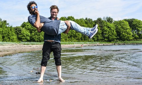 Nær det våte element: Zahid Ali og Henrik Lysell gir Vervenfestivalen et løft. Nå med utvidet festivalområde og standup i strandkanten.