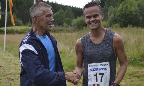 Gratulerer: Rolf Hansen (til venstre) kunne gratulere sin sønn Trond med seieren i Kongsvinger skogsmaraton. Bilder: Pål-Erik Berntsen