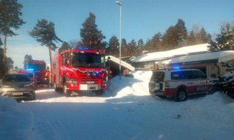 RØYKUTVIKLING: Brannvesenet rykket ut til en røykutvikling i Solvegen på Tråstad.
