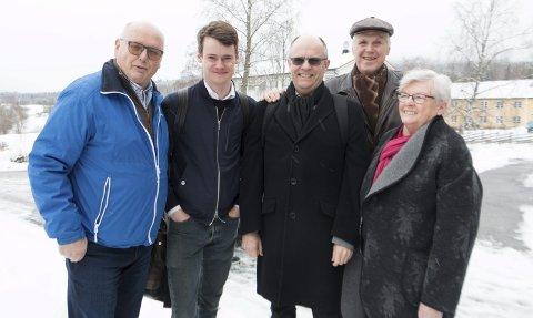 STORTINGSBESØK: Fylkesleder Magne Rydland (til venstre) i Kristelig Folkeparti tok imot stortingsrepresentantene Tore Storehaug og Steinar Reiten i Kongsvinger mandag. Med på befaringen var også kommunestyremedlem Thor Ringsbu og tidligere stortingsrepresentant Åse Wisløff Nilsen.