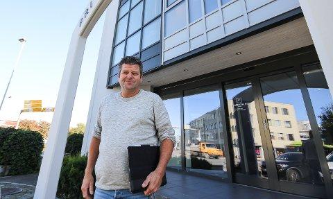 ADVARER: Eiendomsmegler Eirik Reinnel advarer mot boligkupping. - Det er en uting at boliger blir solgt på privatvisninger, sier han og mener mange boligselgere risikerer å tape stort på det.