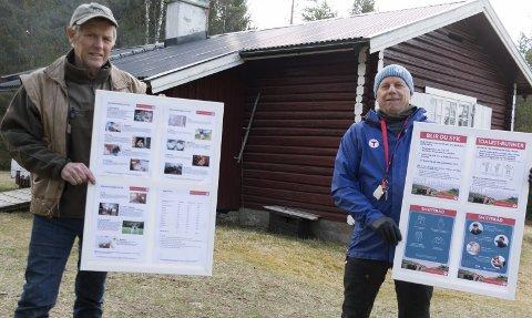 NYE REGLER OG RÅD: Disse plakatene møter gjestene som kommer til DNT-hytta Slettmoen, og     inneholder detaljerte regler og råd for hvordan de besøkende skal opptre mest mulig hensynsfullt. Hytteansvarlig Vidar Holter (til venstre) og daglig leder Per Lundstein i DNT Finnskogen og Omegn gleder seg til at ak    tiviteten på foreningens hytter kan komme i gang igjen.