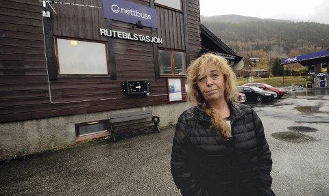 Fulle bussar: Gro Holø meiner nokon må ta ansvar for at reisande blir ståande att når ekspressbussane er fulle.   8Foto: Helene Hovden