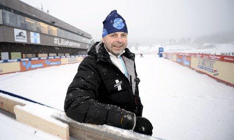 Kristian Nordlunde fra Follebu har lang fartstid som ildsjel i skimiljøet, både som leder, trener og smører. Han stiller selvfølgelig opp under verdenscupen, og da holder han orden på blant annet start- og målområdet. Begge foto: Morten Aasen