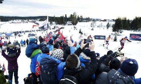 Verdenscup: Det var en stolt daglig leder for verdenscupen på Lillehammer som fikk med seg mye ros fra FIS, og Birkebeineren Skistadion kan bli                    redningen for langrennsøvelsen med skibytte. Kombinert skal også prøve ut en fellesstart på Lillehammer i desember. Foto: Asmund Hanslien