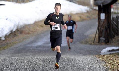 VIKTIG ETAPPE: Geir Steig løper den lengste etappen for Lillehammer IF i Holmenkollstafetten. Her fra Maihaugenløpet onsdag, der han gikk til topps. Begge foto: Hans Bjørner Doseth