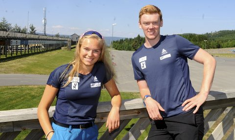 SAMLING: Ungdommen hadde en fin samling på Birkebeineren Skistadion i forrige uke. Skiskytterne Juni Arnekleiv og Sivert Guttorm Bakken har allerede begynt å tenke på junior-VM i Slovakia til vinteren.