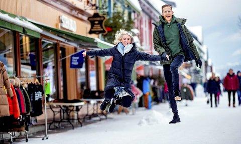Arkiv: Skihopper Robert Johansson med kjæresten Marlene Messell i gågata på Lillehammer før VM på Ski i Seefeld