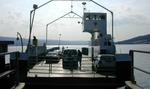 FÆRRE PASSASJERER: Randsfjordferga kan bare ta 12 passasjerer. Arkivbilde