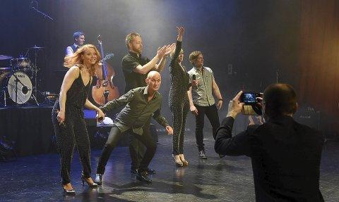 Våryre igjen: Sommershowet VårYr er kommet for å bli, konstaterer arrangørene Eystein Hagen og Pål Espen Kilstad. Med seg har de den samme gjengen som i fjor. Foto: Henning Gulbrandsen, OA