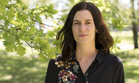 BOKDEBUTERER: Marte Qvenild fra Hamar utgir sin første roman med «Sommerfesten» som kommer ut i juli.