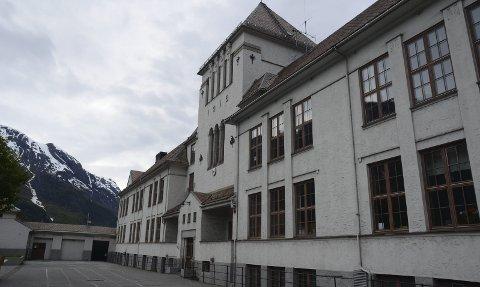 Tyssedal skole er føreslått nedlagt. Rådmannen i Ullensvang, Ole Jørgen Jondahl, seier arealbruken i kommunen er alt for høg.