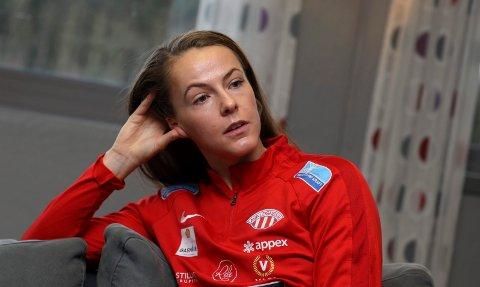 UTE AV SPILL: Nathalie Utvik fikk en vridning i kneet på Avaldsnes-trening for en måned siden. Hun vet foreløpig ikke hvor lenge hun er ute.