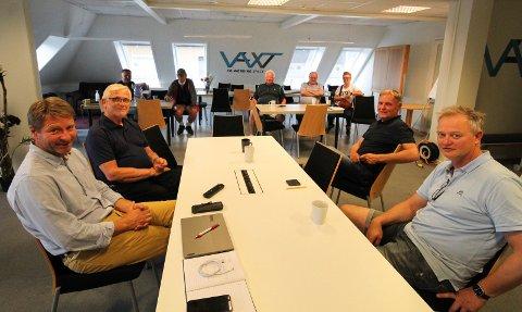 MØTE: Onsdag kveld var det ekstraordinær generalforsamling i Nord Gondol. Til venstre styreleder Øyvind Nes og videre rundt bordet styremedlemmene Odd Luktvasslimo, Jan Olav Sandbukt og Jørn Inge Clausen.