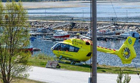 SKADET UNDER LANDING: UNNs reservehelikopter ble skadet under landing i Skibotn 1. juni.