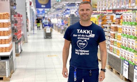 HÅPER Å STÅ HAN AV: –Vi ratter mye, det blir en del planlegging. Men vi føler at vi må gjøre det av hensyn til varehuset og de som handler her, sier varehussjef ved Coop Obs i Harstad, André Haukebøe Windstad .