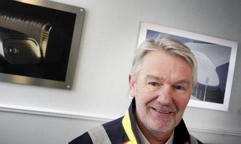 Spennende jobb: Salgssjef Tom Muggerud er på farten hele tiden. Han deler tiden mellom Hydro i sentrum, på Vesthøy og ved et av Hydros mange salgskontorer og agent over hele verden. foto: Jarl Rehn-Erichsen