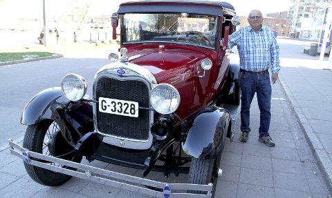 SJÅFØR MED AIRBAG: Gunnar Johansen må selv sørge for airbagen under turene i sin A-Ford 1928- modell. Foto: Lars Ivar Hordnes