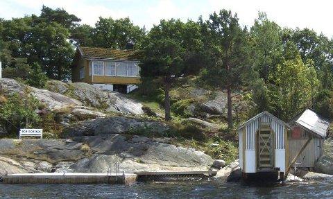 Blir ny: Denne hytta på Saltbutangen på Skåtøy, skal rives og bygges opp på nytt. Foto: Kragerø kommune