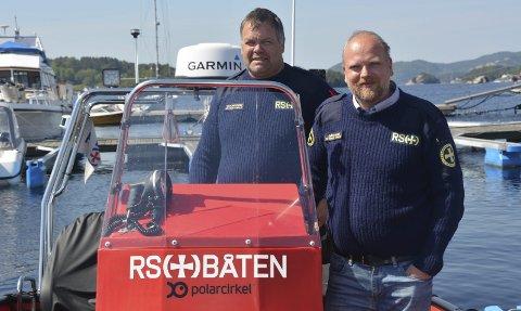 Kurs: – Alle om bord bør kunne føre en båt, sier Thore Johnny Thoresen (til venstre) og Tor Gåserud i Redningsselskapet som arrangerer kurs i sjømannskap lørdag 9. juni.