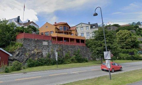 GULT: Slik har huset prydet heia ved tunnelen i en årrekke.