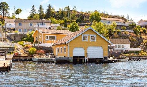 ATTRAKTIVT: Denne eiendommen på Furuholmen ligger ut til salgs for knappe fem millioner.
