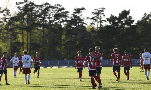 Trio skaffa seg ei viktig luke i nedrykkskampen etter siger mot Solid fredag. Her frå vårkampen på Husnes Stadion. (Arkivfoto).