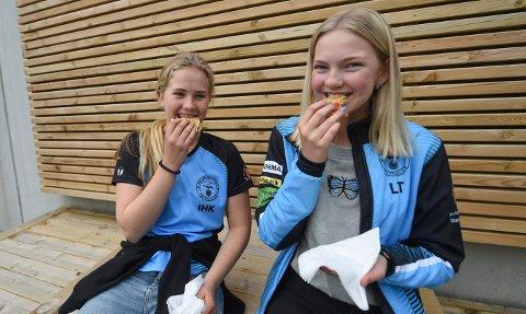 HJEMME-LS: Live Teksle (t.h.) og Ida Holtan Kongsjorden hadde sett fram til Landsskytterstevnet på Elverum. I stedet ble det skyting og vafler på hjemme-LS. ALLE FOTO: OLE JOHN HOSTVEDT