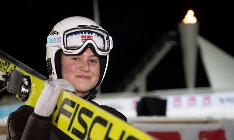 GULL OG SØLV: KIF-jenta Ingrid Hordvik Kleven tok sølv i det individuelle rennet og gull i lagkonkurransen i junior-NM i hopp. Foto: Geir Olsen / NTB