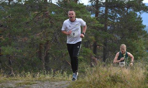 GA ALT: Bernt Olaf Halvorsen på vei til mål i Kongsberg Opp med Karina Lie bak. ALLE FOTO: OLE JOHN HOSTVEDT