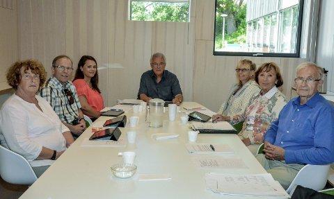 Eldrerådet: Fra venstre: Gro E. Hegg (Lier Høyre), Olav Aasmundrud (H), Silje Reberg (politisk sekretær), Aksel Arnecke (Lier Pensjonistforening), Torill Groth (fagrådgiver), Ragnhild Malm (Lier Pensjonistforening) og Ragnar Solbraa Bay (Lier Høyre). foto: benedikte håkonsen