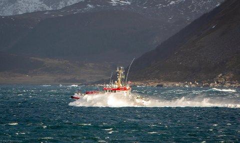 """PÅ TUR: Her er """"Det Norske Veritas"""" på tur ut Nappstraumen for å bistå fiskebåten som hadde mistet styringen på Yttersia."""