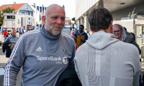 Denne mannen krever 1,4 millioner kroner av RBK. Karl Oskar Emberland var assistenten til Eirik Horneland i et og et halvt år.