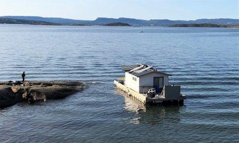 BORTE: Husbåten som ble flyttet fra Skinnerbukta ved Malmøya til Fiskevollbukta ved Ljan ble fjernet i desember. Dette bildet ble tatt i september.
