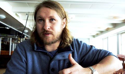 Marius Haugaløkken, vert på Gjendesheim turisthytte, sier han stenger dørene fra fredag 26. mars.
