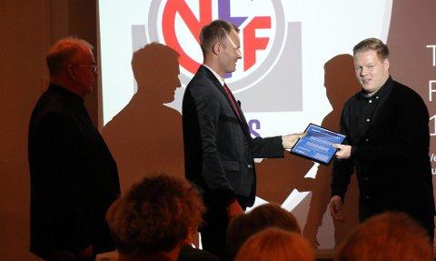 ØKER INNSATSEN: Lars Nymo Trulsen (midten) kunne komme med en hyggelig nyhet på 1,8 millioner kroner til daglig leder Jo Are Vik (t.v.) og trenerutvikler Espen Pedersen (t.h.) i Troms Fotballkrets.