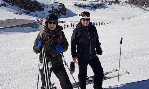 TRE AV SEKS SMITTET: Reisefølget til Svein Dalsbø (til høyre) var i Nord-Italia i februar/mars. Tre av seks testet positiv på koronaviruset Covid-19 etter hjemkomst.