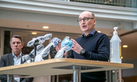 Klinikksjef Jon Mathisen (t.h.) UNN og ordfører Gunnar Wilhelmsen (t.v.)
