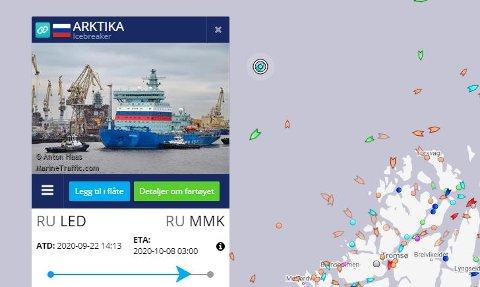 HØY: De som møter Arktika på sin ferd nordover vil legge merke til den. Den atomdreve isbryteren er 51 meter høy på sitt høyeste. Illustrasjon: marinetraffic.com