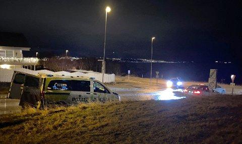Her er politiet på plass på Storelva, like ved Coop Extra. Foto: Elvira Kolsing
