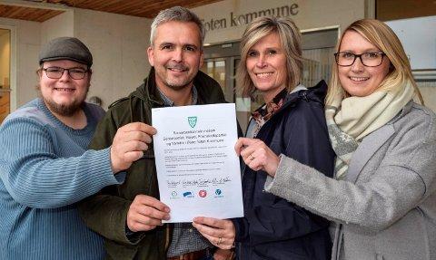 PLATTFORM: De har signert den blågrønne flertallsplattformen i Østre Toten. F.v. Tor gaute Lien (Frp), Bror Helgestad (Sp), Tove Beate Skjolddal Karlsen (H) og Kristin Jess-Bakken (V).