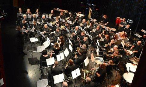 STEMNINGSFULLT: Hov musikkorps tar for seg Trygve Hoffs Nordnorsk Julesalme blant annet.